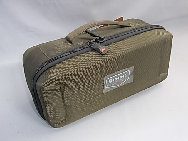 SIMMS Bounty Hunter Reel Case M リールケースM
